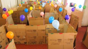【材料コスト削減】ダンボール迷路の作り方!幼稚園児に大人気の親子巨大工作イベント