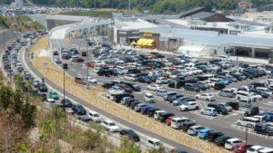 【必ず読んで行こう】「超混雑期のジアウトレット広島」渋滞を避けスムーズに駐車場へ入る裏技アクセス!五日市インター経由の方は特に見ないと損をする!